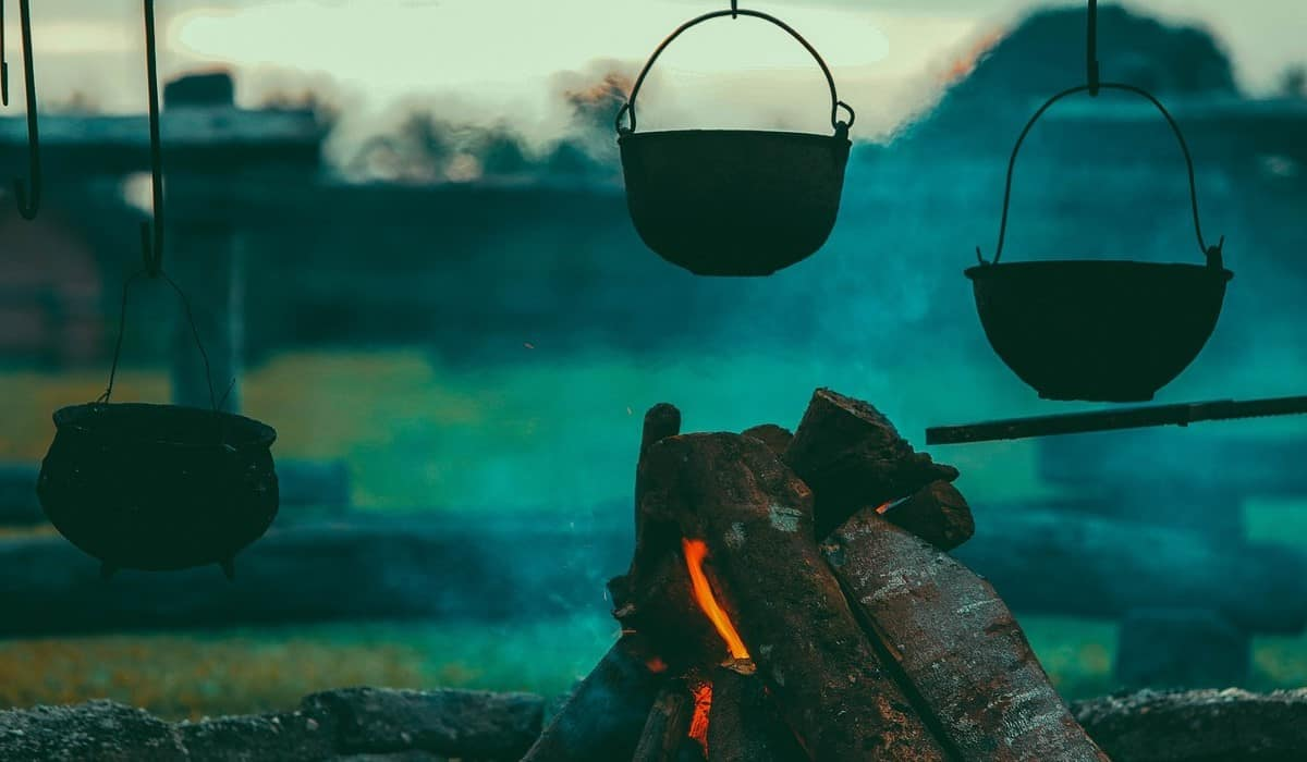 cooking pots fire
